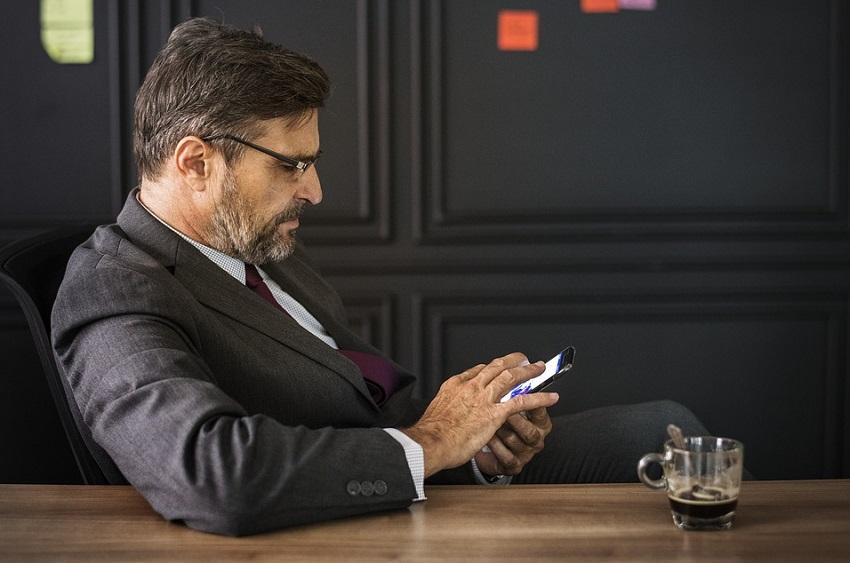 Poslovni sastanak, poslovni bonton, korištenje mobitela