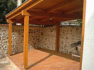 Trebam ponudu za izradu drvenog stropa nadstrešnice