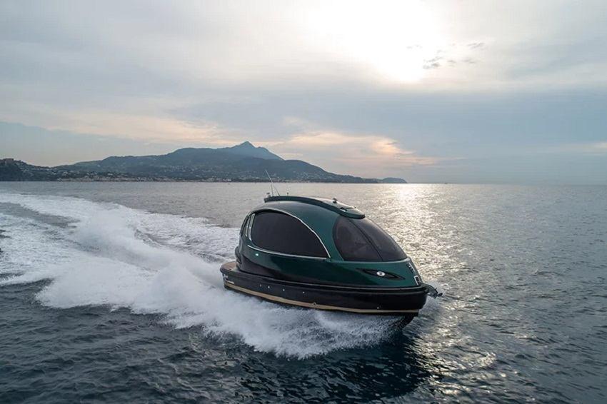 """Jet Capsula """"Royal Version 001"""" pruža sasvim novi doživljaj na vodi"""