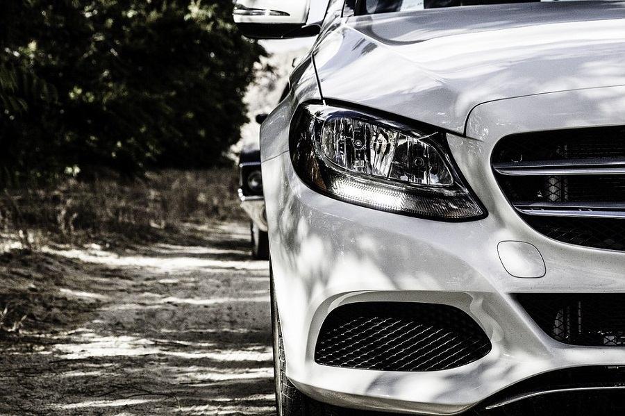 Koji auto odabrati – bijeli ili crni?