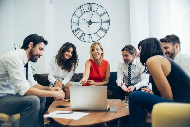 Naučite delegirati zadatke i učinkovito upravljati svojim resursima - ljudima i vremenom