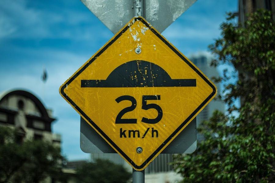 Novi ležeći policajci - kažnjavaju samo one koji voze prebrzo!