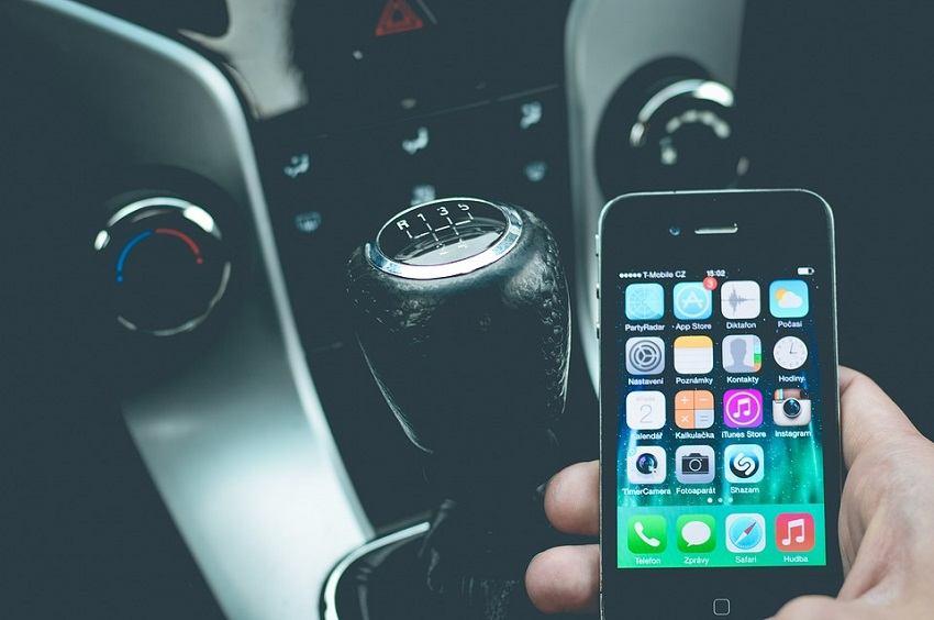 Povećanje kazni za korištenje mobitela u vožnji